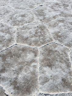 Salar de uyuni - zoom a la geométrica forma pentagonal de la sal