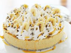 This pie is all things amazing: rich buttery shortbread crust with buttery toffee filling! Pie Recipes, Sweet Recipes, Dessert Recipes, Pie Dessert, Eat Dessert First, Vegan Banoffee Pie, Cherry Cream Cheese Pie, Apple Crisp With Oatmeal, Deserts