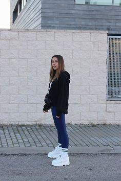 Weiße Socken, Brauch, Damenmode, Anziehen, Lässige Turnschuhe, Sneakers  Mode, Plattform 21dfbf69a1