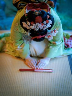 "Stunning Geisha's hairstyle headdress. ""舞妓 maiko 富津愈 tomitsuyu 祇園東 KYOTO JAPAN"""