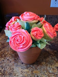 How to Make a Cupcake Bouquet Jeff McCoy Greenville, SC www.snapguide.com/guides/make-a-cupcake-bouquet Beautiful!