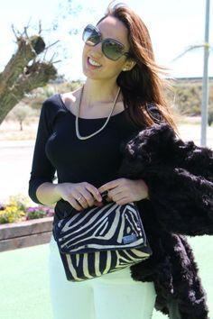 La blogger Leticia Pérez del blog Estilo Stiletto con su Snailbag Amazonas Zebra. Snailbag everywhere you go! #Snailbag #lunchbag #moda #fashionblogger #streetstyle #EstiloStiletto #tupper #tuppertime #MadeInSpain #ShopOnline http://www.estilostiletto.com/2013/lunchbag#