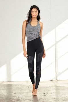 Yoga clothes : alo yoga hight-waist moto legging and true tank Athleisure Outfits, Sporty Outfits, Athletic Outfits, Girl Outfits, Fashion Outfits, Stylish Outfits, Legging Outfits, Urban Outfits, Athletic Wear