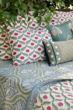 15 ideas for bedroom design ideas inspiration bedspreads Bed Covers, Cushion Covers, Good Earth India, Indian Bedroom, Country Bedding, Textiles, Indian Home Decor, Bed Styling, Trendy Bedroom