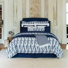With an artful hand painted feel, the dreamy two-tone blues of the SFERRA Madsen Duvet Cover add a simple stylish print to your bed. The leafy curves lend itself to an almost contemporary zebra design for a stunning effect.From SFERRA Woven of 100% Egyptian cotton Machine wash warm; tumble dry low For best results, iron on cotton setting while damp Made in Italy.