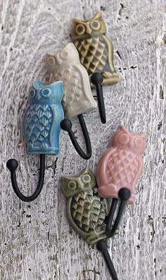 More cute owl stuff. by the front door to hang keys and purse on? Owl Kitchen, Owl Always Love You, Wise Owl, Owl Bird, More Cute, Wall Hooks, Sweet Home, My Favorite Things, Cool Stuff