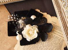 ヘッドドレス(ヘアクリップ金具)黒のベルベットリボンを土台にしっとりとした冬のパーティーにぴったりのヘッドドレスです。コットンパールやレジン(聖夜シリーズ使用...|ハンドメイド、手作り、手仕事品の通販・販売・購入ならCreema。