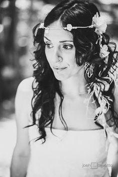 """Estibaliz, una de mis novias de este año, guapísima el día de su boda con el tocado """"Aire"""" y una Corona de Flores"""