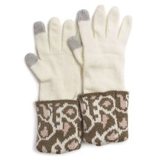 Remain true to your glamorous self in cold weather with our Old Hollywood line. These gloves are made of 100% super soft acrylic. Leopard cuffs and the ability to text without removing them are featur