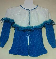 Suéter azul con blanco