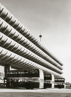 Four rows of sculptural concrete fins make up the brazenly iconic facade of Preston Bus Station – the next project in the Dezeen Brutalism series. Gothic Architecture, Amazing Architecture, Industrial Architecture, Bauhaus, Preston Bus, Preston Lancashire, Brutalist Buildings, Bus Station, Dezeen