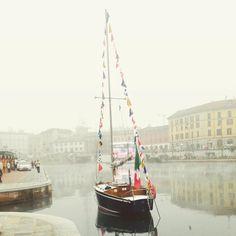 Foggy Milano's getting ready for Christmas #milano #ladarsena #milanodavedere #milan #mymilano #fog #darsena #navigliogrande #beautiful by dessikk