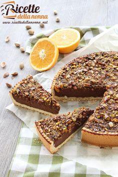 Foto crostata con cioccolato, arance e pistacchi