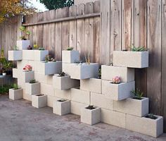 am nagement jardin cr atif et original l aide des parpaings inutiles. Black Bedroom Furniture Sets. Home Design Ideas