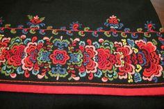 Folk Style, Thread Painting, Folk Embroidery, Folk Fashion, Looking For Someone, Best Teacher, Linens, Folk Art, Needlework