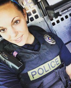blonde-girls-fighting-cops