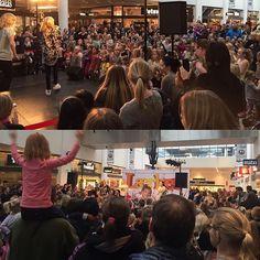 Instagram media by laerkemarquard - SÅDAN Ro,s Torv!   Igen en super dejlig søndag i godt selskab.  Tak for idag #lærke #koncert  #rostorv #drmgp