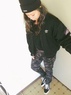 久しぶりの更新( ゚∀ ゚)♡ バイト行くためだけに。防寒。 adidasは古着屋で1000円でGE