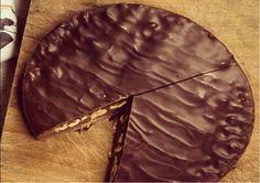 Una base di sottile strato di cioccolato al latte sostiene una delicata crema gianduia con nocciole Piemonte IGP, ricoperta da uno strato di cioccolato al latte 36%. La tortina de La Molina, disponibile in due formati, da 200g e da 400g, ma anche fondente o con wafer. #cioccolatolamolina #chocolate #chocolatecake #giandujacake #torta #gianduia #gianduja #chocolatelover #chocolatelovers #chocolateaddicted #cioccolato #cioccolatoartigianale #handmadechocolate #handcraftedchocolate…