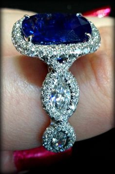 Side detail: JB Star ring with sapphire and diamonds. Via Diamonds in the Library.     ***WOW!!! WHAT A RING! I PRIDE MYSELF WITH HAVING A RATHER EDUCATED VOCABULARY, AND YET WHEN I SEE THESE STONES... I BECOME A BABBELING IDIOT! THEY ARE JUST SO BEAUTIFUL!!!***