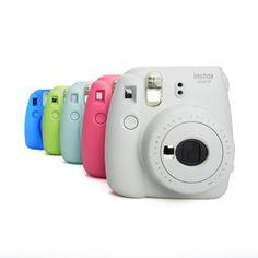 Die Fuji Instax Mini 9 ist das Nachfolgemodell der beliebten Mini 8 mit einer zusätzlichen Nahlinse zum Aufstecken mit integrierten Selfiespiegel