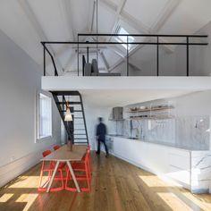 Image 1 of 19 from gallery of Kentaro Yamada Apartment / Bernardo Amaral Arquitectura e Urbanismo. Photograph by Attilio Fiumarella