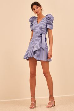 MOTIVATIONS DRESS blue stripe Robes from ladies's favourite bits of clothes might be the important thing to a singular concord … Simple Dresses, Pretty Dresses, Casual Dresses, Fashion Dresses, Short Sleeve Dresses, Summer Dresses, Camisa Formal, Stripped Dress, Look Fashion