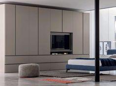 Ideal Lackierter Anbau Kleiderschrank aus Holz mit Integriertem TV GOLA Kleiderschrank mit Integriertem TV by