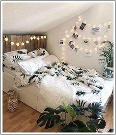 Bohemian bedroom and bedding design – dormitory – Schlafzimmer für teenager Cool Teen Bedrooms, Trendy Bedroom, Attic Bedroom Ideas For Teens, Girl Bedrooms, Cozy Bedroom, Home Decor Bedroom, Master Bedroom, Bedroom 2018, Garden Bedroom