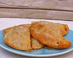 Lunchbox pasties use ready rolled pastry sheets and have a healthy filling of chopped vegetables with a handful of cheese.  Ingredients: • 1 small orange sweet potato, peeled, coarsely chopped • 1 small carrot, peeled, finely chopped • 1 desiree potato, peeled, finely chopped • ½ cup frozen peas • 125g can corn, rinsed, drained • ½ cup coarsely grated cheddar • 2 eggs, lightly whisked • 3 sheets ready-rolled frozen shortcrust pastry, just thawed • 2 tsp sesame seeds Method: Preheat oven to…