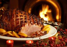 Christmas Recipes - Baked Ham with spiced fruits Christmas Turkey, Christmas Brunch, Christmas Bells, Christmas Recipes, Holiday, Christmas Food Photography, Traditional Christmas Food, Baked Ham, Irish Recipes