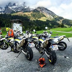 Such a beautiful scene ❤️ Ktm 690, Quad, Air Force, Motorcycles, Nike Air, Fans, Scene, Entertainment, Vehicles