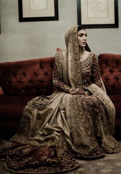 This stunning bride in a deep red and golden heavy ensemble with minimal makeup truly reflects the magnum aura of a royal Pakistani bride.