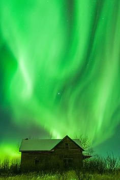Gorgeous Aurora Borealis picture above a barn in Alberta, Canada, captured by Landscape Photography Magazine reader Bruce Smith.