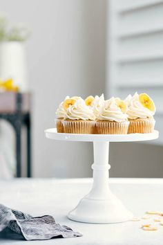 The ultimate BEST EVER banana cupcakes! Plus all the tips and tricks to make these perfect every-time! via chelseasmessyapron.com #cupcake #banana #dessert #bananacupcakes #easy #quick #recipes #cake #cupcakes #healthy #treat #bake #baked