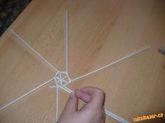 Návod na točený zvoneček pletený z papíru