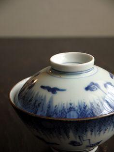 imari ware / ca.1700 hand-painted rain design Japan / Japanese Antiques / Japanese Art : More At FOSTERGINGER @ Pinterest️