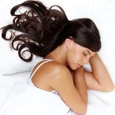 SRC CANCUN TIPS << Duerma con el cabello suelto !!  Acostarse con trenzas apretadas,colas de caballo o chongos no ayuda a que el cabello crezca. Al contrario, cuanto más recogido esté el cabello , más rápido se quiebra y se debilitan los folículos.