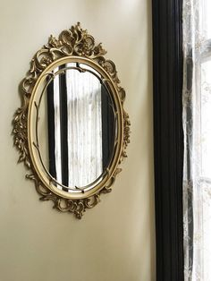 29 Ideas for bedroom mirror wall pictures Vintage Gold Mirror, Fancy Mirrors, Gold Framed Mirror, Classic Mirrors, Gold Ornate Mirror, Gold Mirrors, Antique Frames, Vintage Frames, Antique Mirrors