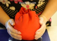 How to Cover Ball Cake in Fondant 11