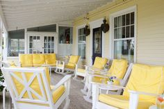 Summer and seaside inns go together like lobsters and melted butter. From Cape Cod to Down East, these are the 10 best seaside inns in New England. New England Fall, New England Travel, Cape Cod, Seaside Inn, England Beaches, Luxury Escapes, Rose Cottage, Yellow Cottage, House Restaurant