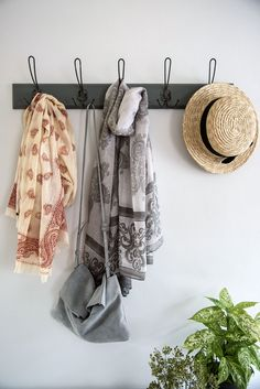 4 Stylish Ways to Use Coat Hooks Entry Way Design, Coat Hooks, Interior Inspiration, Interiors, Stylish, Blog, Lobby Design, Decoration Home, Blogging