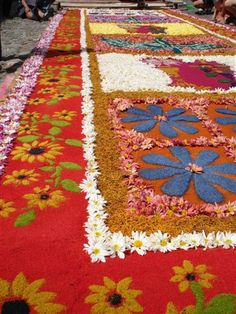 """Colorful carpets made with sawdust or """"aserrín"""" Tikal, Central America, South America, Spanish Lesson Plans, Celebration Around The World, Holidays Around The World, Panama Canal, Holy Week, Easter Celebration"""