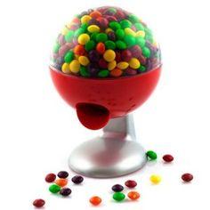 L'idée cadeau original du jour : Le distributeur tactile de bonbons. Une fois posée sur un bar, une table de chevet ou autre, ce cadeau insolite vous permettra de manger des bonbons en touchant simplement la base de celui-ci : Totalement magique ! Retrouvez sans plus attendre ce cadeau insolite sur http://www.pinklemon.fr, le zeste d'idée cadeau original !
