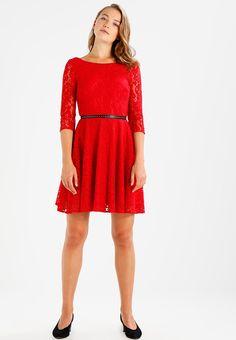 Robes de soirée Guess CINZIA DRESS - Robe de soirée - rot rouge: 65,00 € chez Zalando (au 04/02/18). Livraison et retours gratuits et service client gratuit au 0800 915 207.