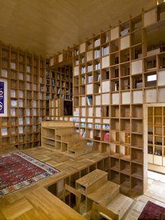 Bookshelves, bookshelves everywhere!                                                                                                                                                                                 もっと見る