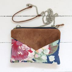 Hoi! Ik heb een geweldige listing gevonden op Etsy https://www.etsy.com/nl/listing/206628366/recycled-leather-and-floral-fabric-purse
