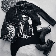 Emo Outfits, Punk Rock Outfits, Scene Outfits, Grunge Outfits, Chic Outfits, Gothic Lolita Fashion, Punk Fashion, Grunge Fashion, Fashion Boots