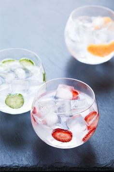 Gin & Tonic Cocktail: Flavored 3 Ways with Grapefruit, Strawberry, and Cucumber. Pro tip: add a splash of Triple Sec to balance out the Gin. Gin & Tonic Cocktails, Gin And Tonic, Cocktail Drinks, Cocktail Recipes, Party Drinks, Fun Drinks, Yummy Drinks, Alcoholic Drinks, Beverages