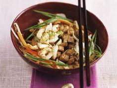 Tofu-Gemüse-Pfanne mit Cashewkernen ist ein Rezept mit frischen Zutaten aus der Kategorie Tofu. Probieren Sie dieses und weitere Rezepte von EAT SMARTER!
